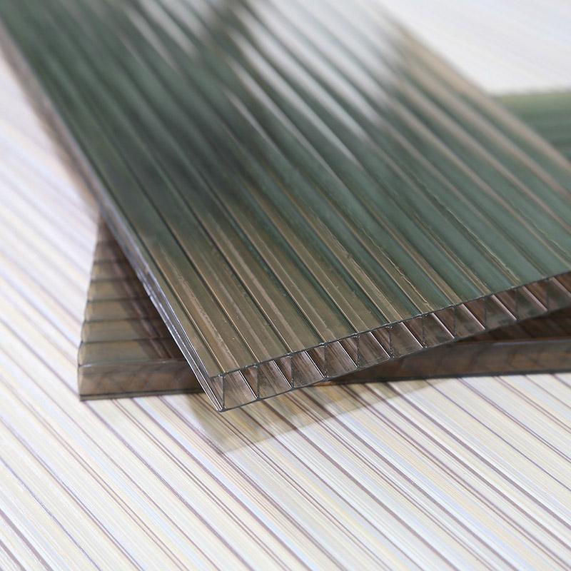 Polycarbonate VS nhựa